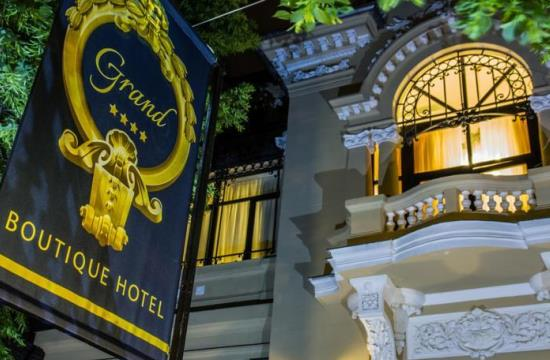 taxi and minibus transfers from bucharest otopeni airport to grand boutique hotel bucharest